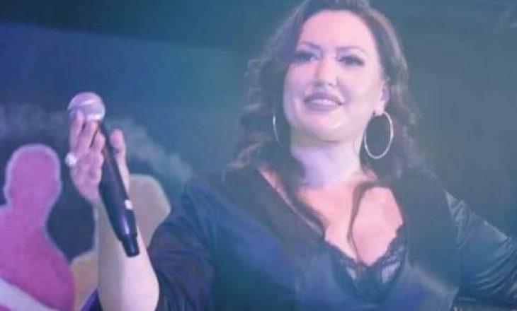Këngëtarja kosovare, lë muzikën për t'u bërë shofere autobusi
