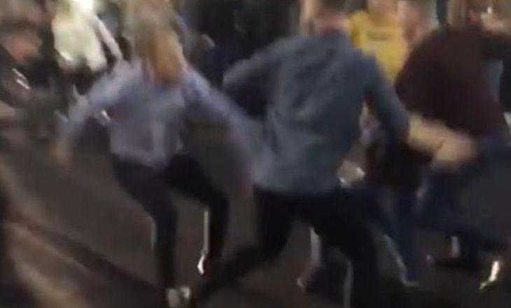 PAMJE: Rrahje masive në rrugët e Britanisë pak minuta pas meçit të boksit