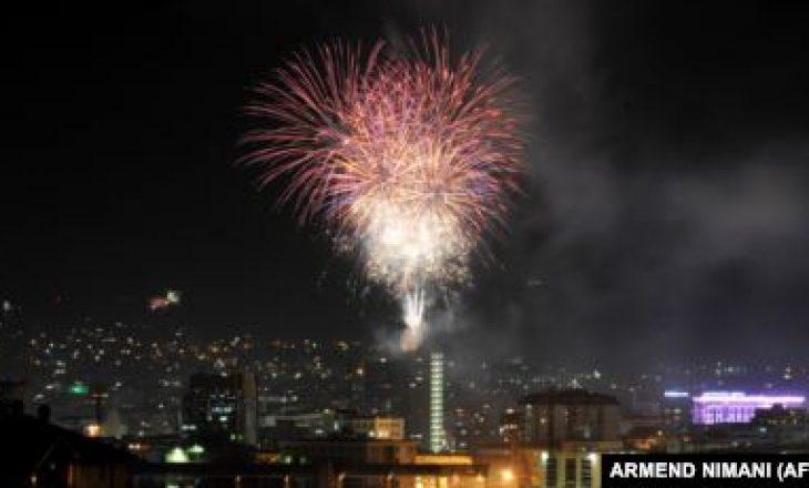 Gjuajti me fishekzjarrë në oborrin e komshiut, arrestohet një person në Viti