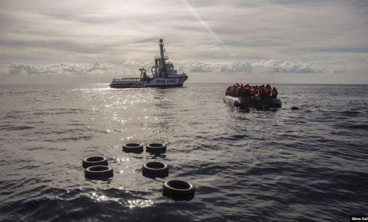 Rojet bregdetare të Spanjës shpëtojnë 200 migrantë