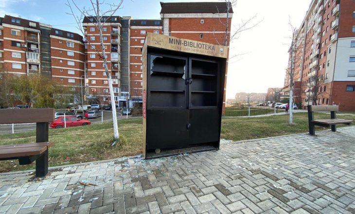 Skandaloze, dëmtohen përsëri mini-bibliotekat në Prishtinë