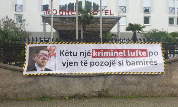 VV në Tiranë protestë kundër vizitës së Vuçiqit, e shpallin person të pa dëshiruar