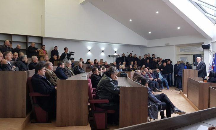 Reagon asamblistja e VV-së: Kryetari i Vitisë po bën monolog me qytetarët