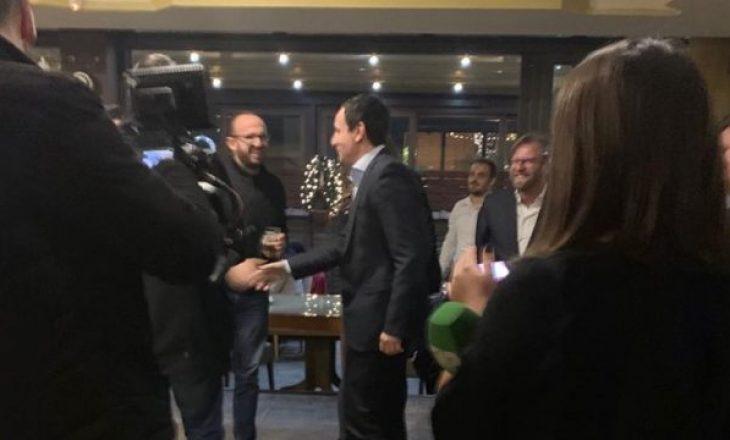 Shfaqet Albin Kurti – tregon a do të shkojë në takim tek Thaçi