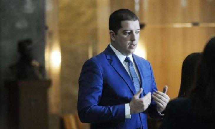 Partia e Gjuriq tregon pse anëtari i saj është ulur me politikanët kosovarë