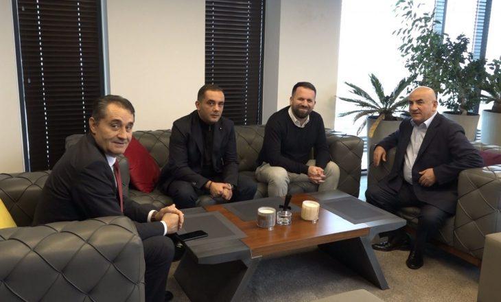 """Rukiqi vizitë në """"HIB Petrol"""": Patriotizmi më i madh për vendin, të paguhen taksat"""