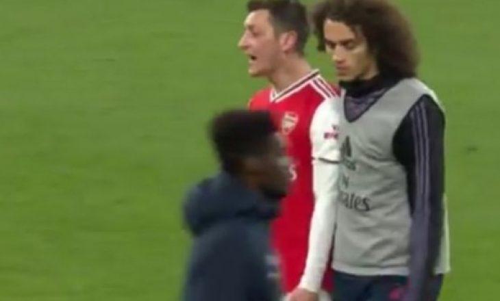 Arsenali të përqarë, Ozil i frustruar i bërtet bashkëlojtarit