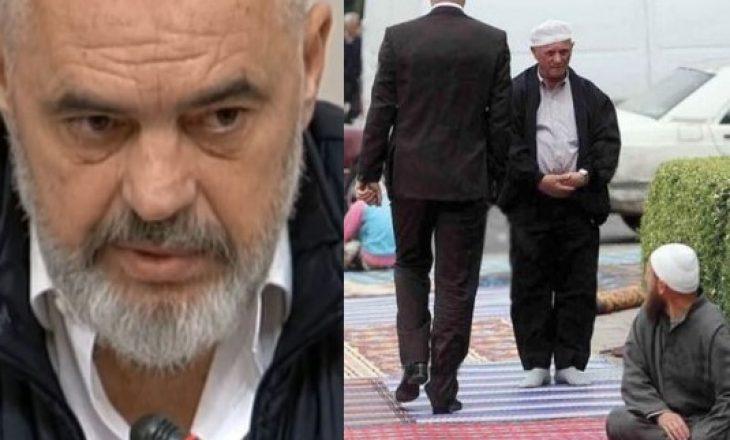 """""""Thërret Allahun njeriu që shkelte me këpucë sexhdet-et e muslimanëve"""""""