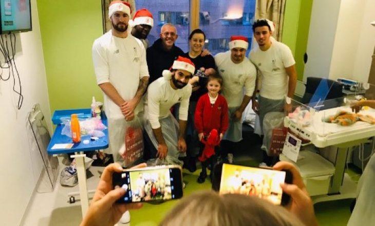 Shaqiri bëhet 'babadimër', bashkë me shokët i gëzon fëmijët me dhurata