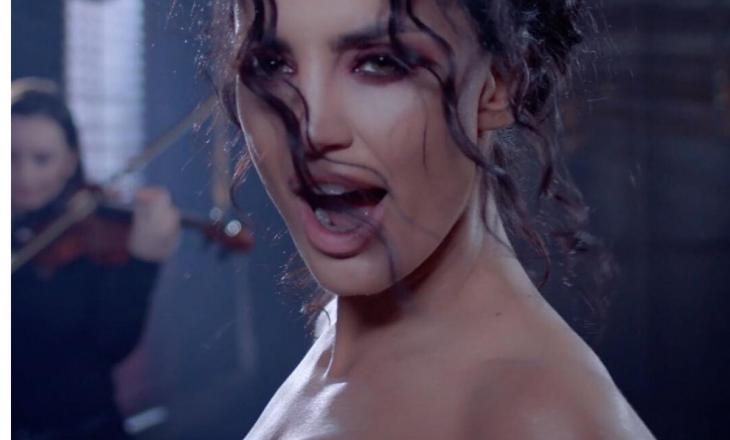 """Genta paralajmëron këngën e re me """"Twerk"""" (Video)"""