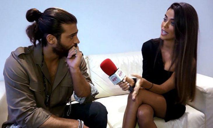 Aktori flirton live me moderatoren, përgjigjja e saj e lë pa fjalë