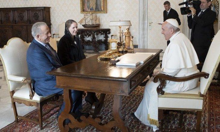 """""""Papa Françesku ka respekt të madh për Kosovën"""", Pacolli tallet nga ndjekësit e tij në Facebook"""