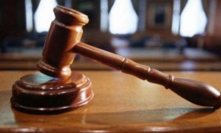 Burri kërkon nga gjykatësi t'ia mundësojë luftimin me shpata me ish-bashkëshorten