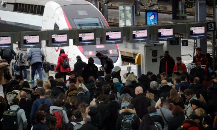 Greva e punëtorëve të hekurudhës në Francë hyn në javën e katërt