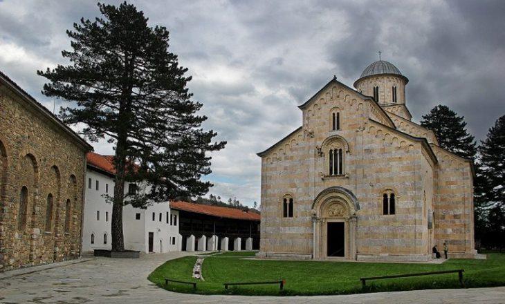 Pacolli i reagon ashpër Vuçiqit për Kishën e Deçanit: Lërini njerëzit të kenë festa normale dhe të qeta