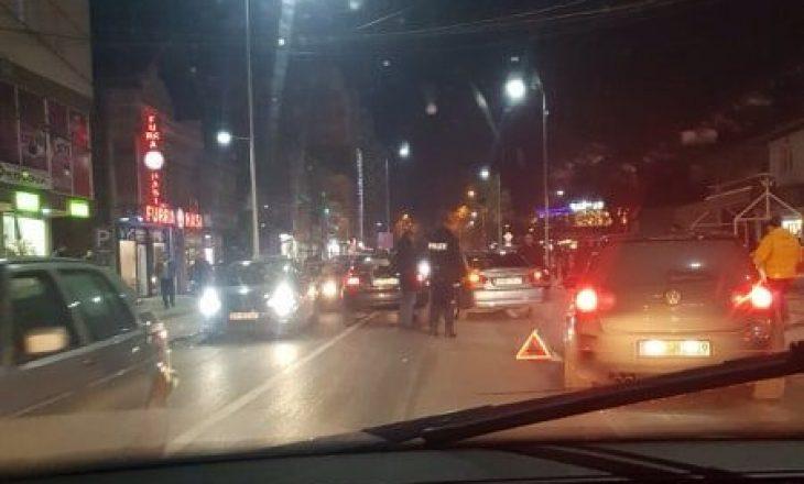 Nuk bëjnë punë semaforat – aksident afër tyre në Podujevë