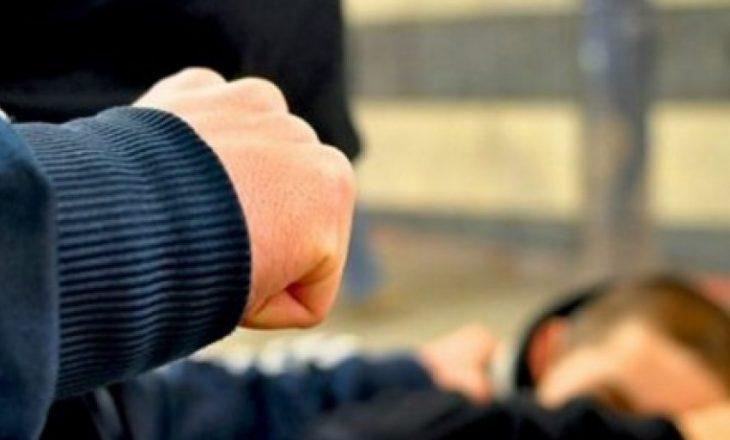 Rrahen dy persona në Gjilan, njëri dërgohet në QKUK