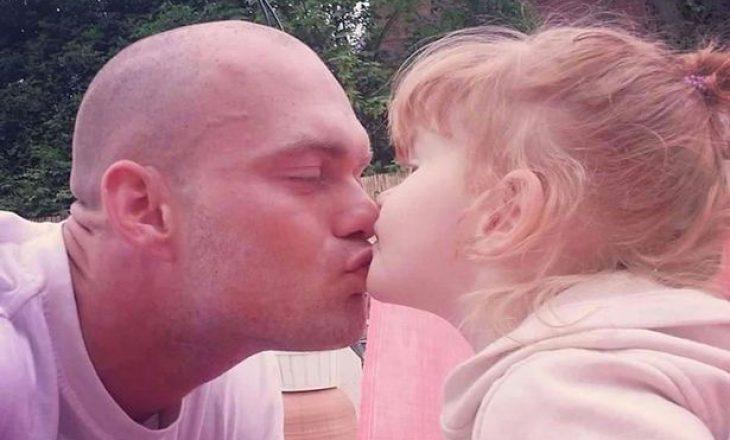 Psikologët tregojnë tri arsye pse nuk duhet t'i puthni në buzë fëmijët