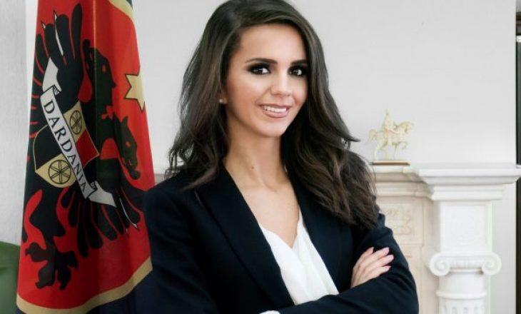 Nuk është më deputete, por kështu duket Teuta Rugova në një fustan transparent