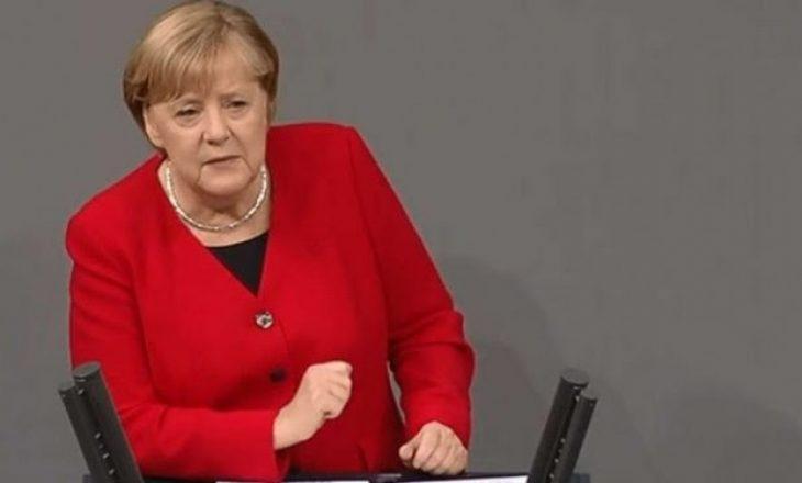 Merkel mbron vendimin e saj për migracion