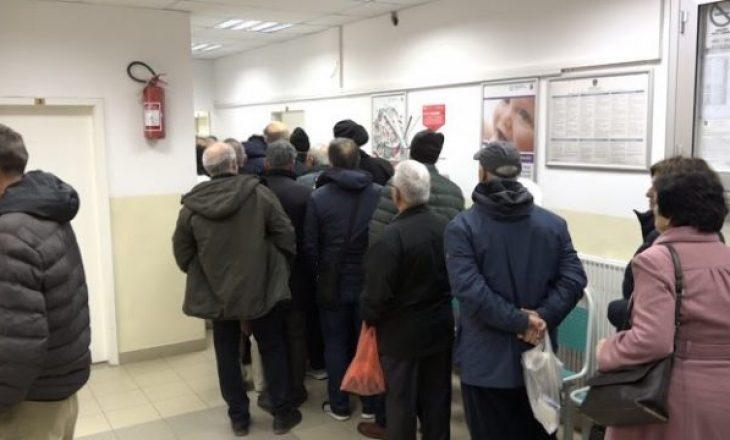 Dhënia e vaksinave kundër gripit sezonal, krijon tollovi në QKMF në Prishtinë