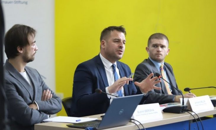 Qytetarët duan që dialogu me Serbinë të përfundojë me njohje, të ndarë rreth taksës