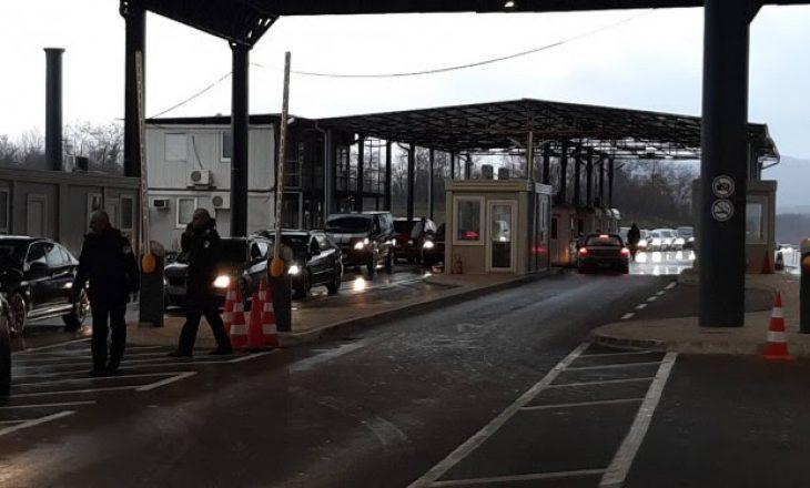 Vazhdojnë pritjet në  pikën kufitare Merdare