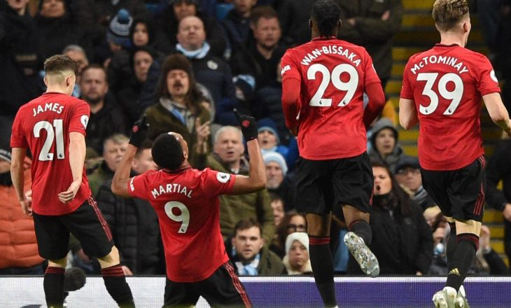Manchesteri është i kuq, United mposht Cityn