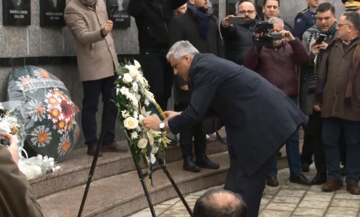 Thaçi thotë se mohimi i masakrës së Reçakut erdhi si rezultat i heshtjes ndërkombëtare