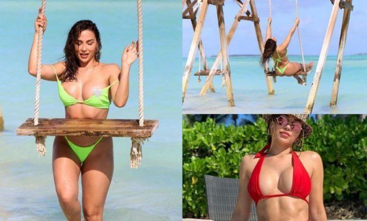 Modelja provokon nudo nga plazhi