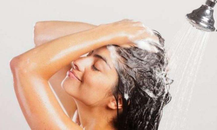 Trajtimi me dy përbërës që rigjeneron flokët e lyer dhe të dëmtuar