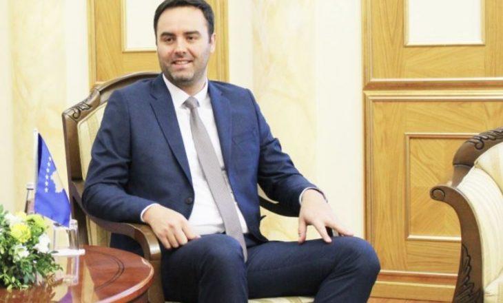 Glauk Konjufca ngushëllon familjen Thaçi