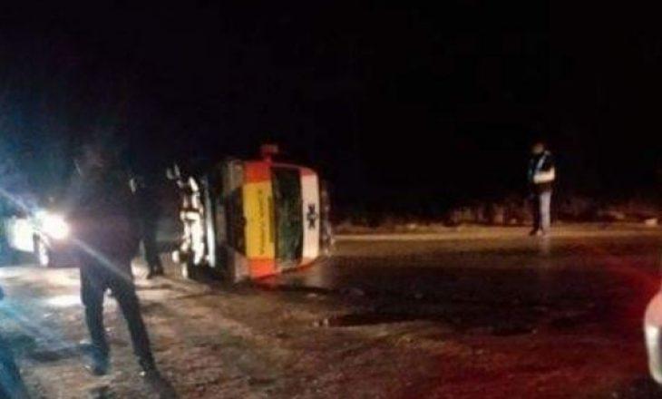 Autoambulanca niset ta dërgojë një pacient në Spitalin e Gjilanit, përfundon e rrotulluar