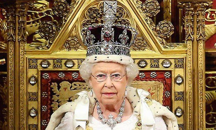 Mbretëresha Elizabeth nënshkruan ligjin, përfundimisht Britania largohet nga BE