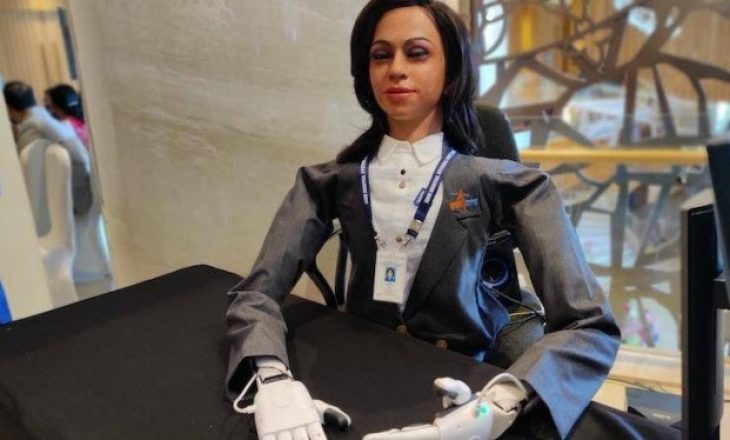 India krijon astronauten e parë robot