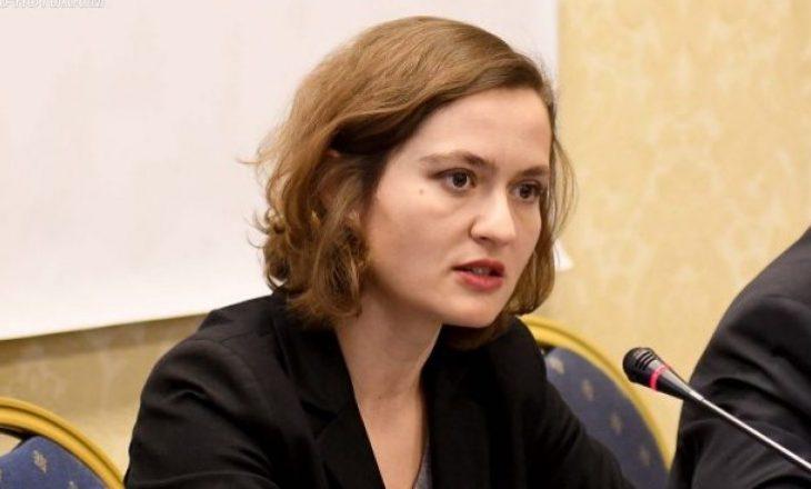 Shahini dorëzon zyrtarisht detyrën te ministrja e re