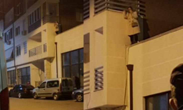 Gruaja shqiptare kërcënon të hidhet nga lartësia, kërkon të takohet me ambasadoren e SHBA
