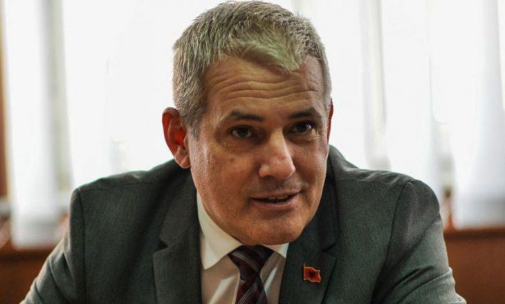 Demantohet Xhelal Sveçla – këshilltari i Pacollit tregon ku është shefi i tij me lokacion
