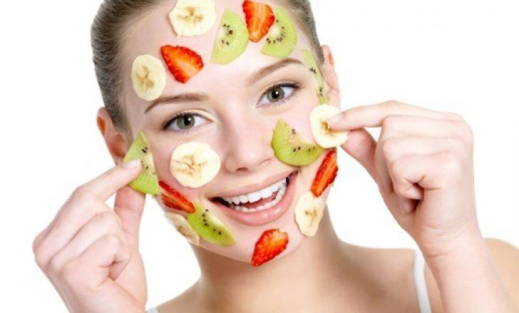 Ndikimi i frutave në largimin e vajit të tepërt në fytyrë