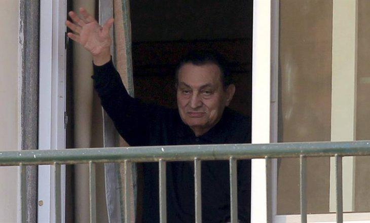 Vdes ish presidenti i Egjiptit Hosni Mubarak