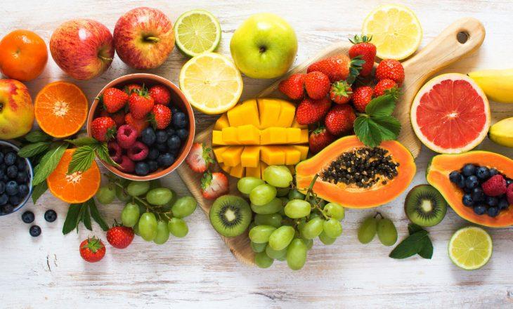 5 arsyet pse duhet të hani fruta në mëngjes