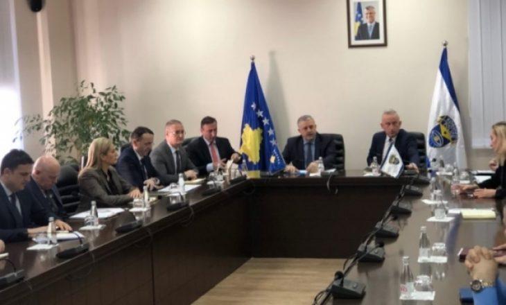 Ministri i MPB-së viziton Policinë e Kosovës