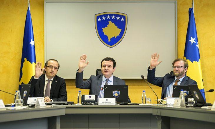 Ministrja e Qeverisë Kurti ua jep në shfrytëzim veturat edhe pas orarit zyrtarëve të saj