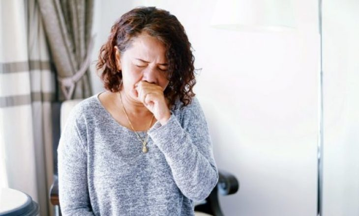 Si tingëllon kolla të cilën e shkakton coronavirusi: Cila është temperatura te të infektuarit