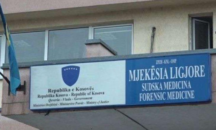Mjekësia Ligjore nuk është thirr në Komitetin e koronavirusit, MSH s'ka qeska të kufomave