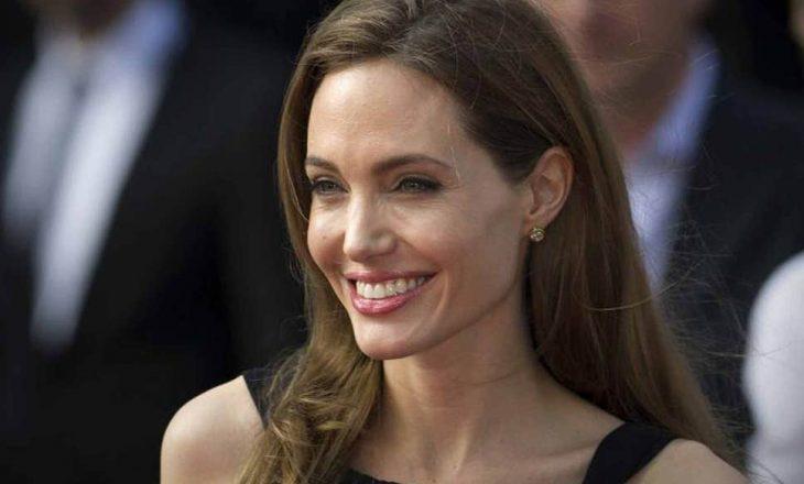 Angelina Jolie tregon zemërgjerësinë edhe në kohën e pandemisë