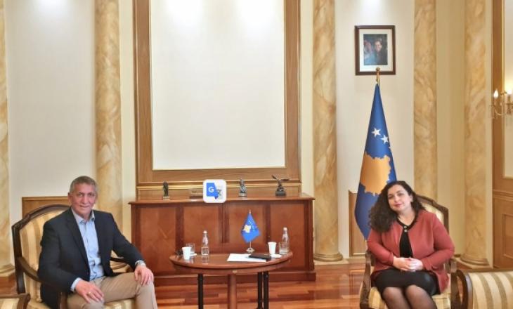 Anton Quni takohet me Vjosa Osmanin
