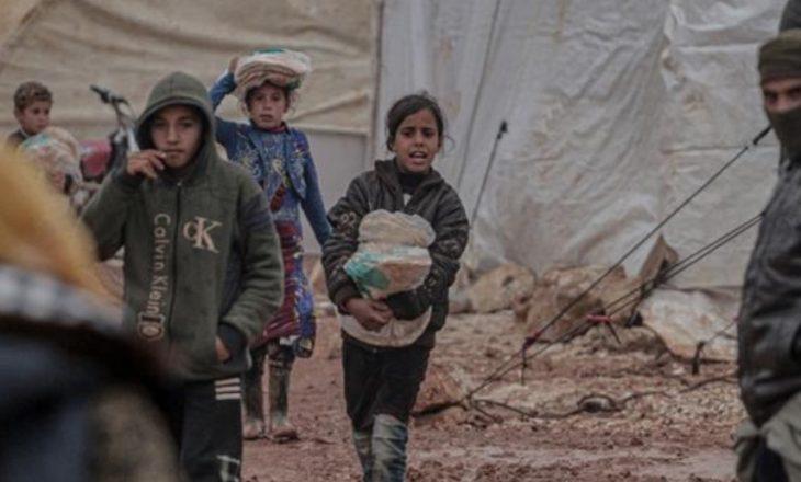 Elif Shafak: Kriza humanitare në Turqi hedh dritë mbi dështimet e Evropës