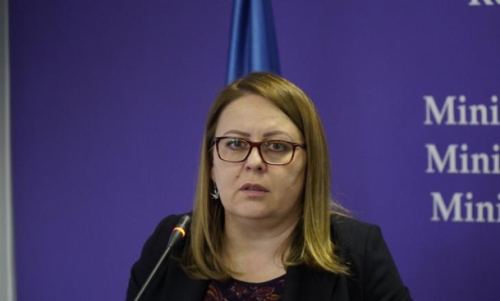 Ministrja Bajrami nuk i përgjigjet ftesës së Komisionit për raportim