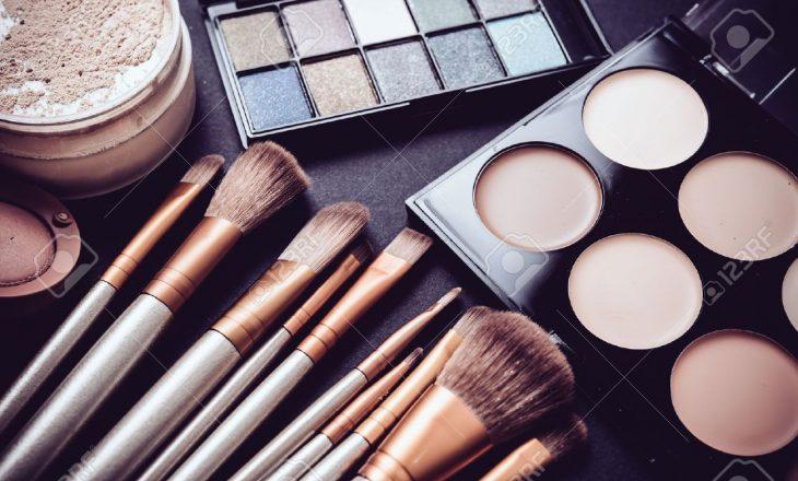 Po produktet e make up-it, a përbëjnë rrezik këto kohë?